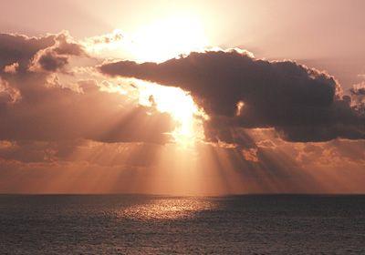 サンライズ 日本最後の夕日が見える丘